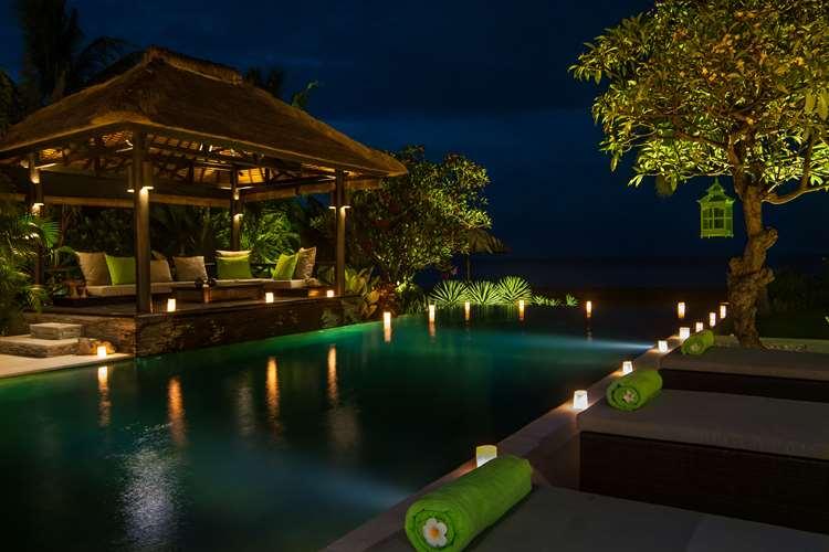 zwembad-met-lounge